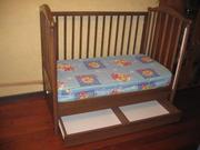 Продам детскую кроватку,  комод. Натуральное дерево. Производитель Ган